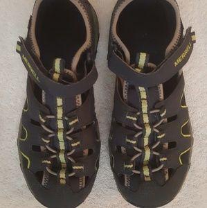 Merrell waterproof hikers/ Sz 6